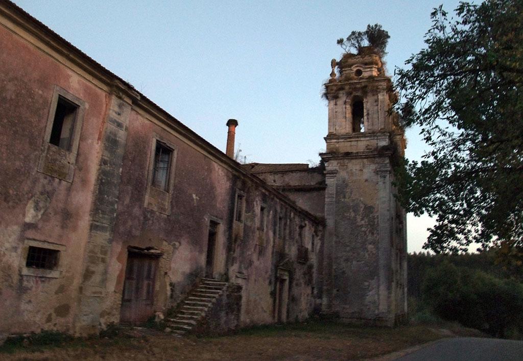 Vista lateral do mosteiro