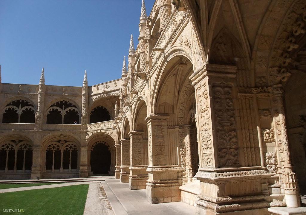 O claustro, obra de Diogo Boitaca e de João Castilho, foi terminado em 1544