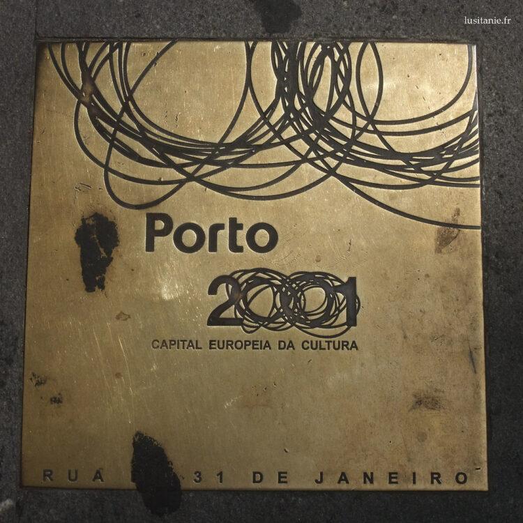 Placa no chão para o Porto 2001