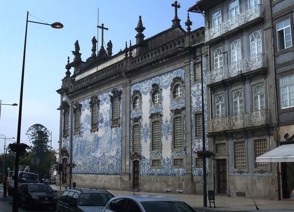 é dificil passar ao lado de uma igreja tão bela e original!