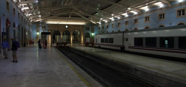 Estação de Santa Apolónia de noite