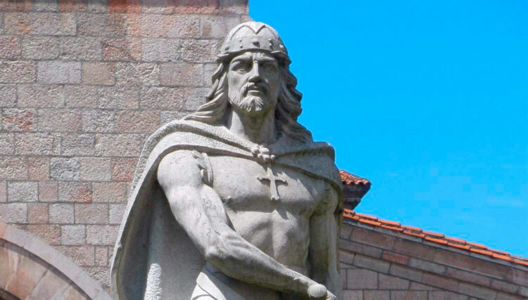 Estátua de Pelágio das Astúrias